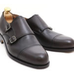 Doble hebilla de puntera recta en becerro anilina marrón testa. Shoemakers